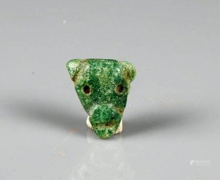 Petite tête d'animal Pierre verte 2.1 cm Amérique Précolombienne