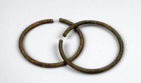 Paire de bracelets à décor de traits circulaires Bronze 7 cm Age du bronze occidental