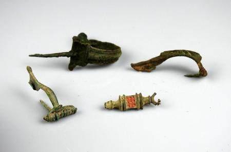 Ensemble de 4 fibules gallo romaines Bronze 3 à 4,5 cm Période gallo romaine