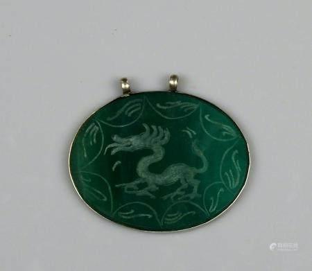 Pendentif orné d'une plaque en malachite à décor de dragon 6,3 cm