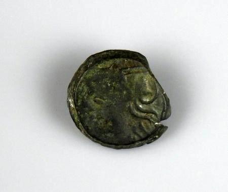 CARNUTES Bronze lourd à l'aigle et au croissant Monnaie gauloise