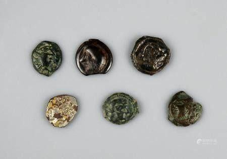 LOT Ensemble de six monnaies gauloises comprenant une drachme en argent des Volques Tectosages,