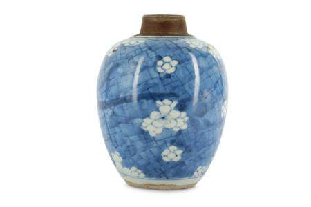 A CHINESE BLUE AND WHITE 'PRUNUS' JAR.