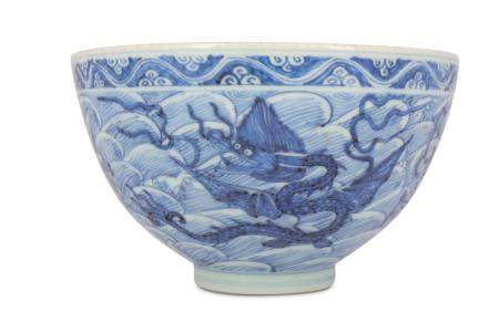 A CHINESE BLUE AND WHITE 'MYTHICAL BEASTS' BOWL.
