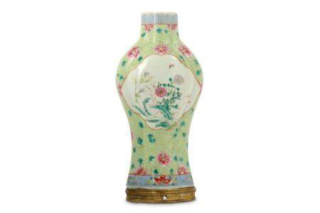 A CHINESE FAMILLE ROSE BALUSTER VASE.