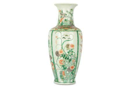 A LARGE CHINESE FAMILLE VERTE 'FLOWERS' BALUSTER VASE.