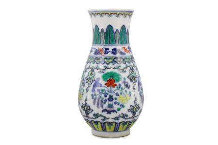 A CHINESE DOUCAI 'LOTUS' VASE.