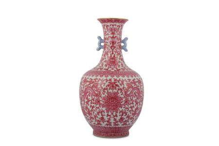 A CHINESE FAMILLE ROSE 'DRAGONS AND FLOWERS' VASE.