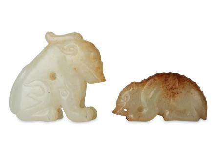 TWO CHINESE JADE ANIMAL CARVINGS. Qing Dynasty.