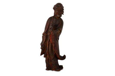 A CHINESE LACQUERED WOOD FIGURE OF A LUOHAN.