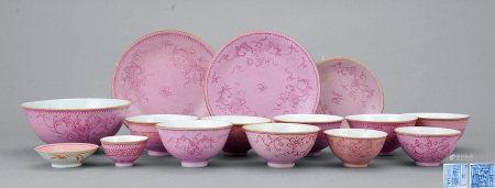 清中期 粉彩花卉紋碗碟 一組十五件