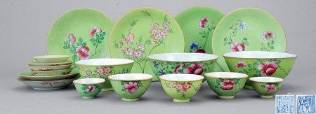 清中期 粉彩軋道花卉紋碗碟 一組十八件