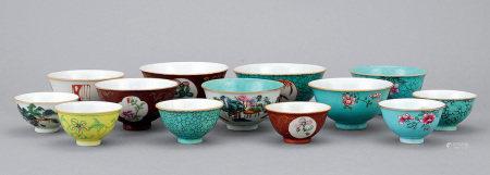 清中期 粉彩雜錦紋碗 一組十三件