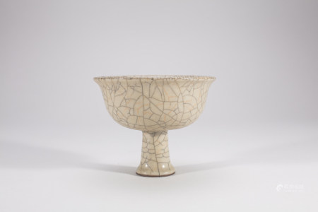 Chinese Guanyao Crackle Porcelain Stem Cup