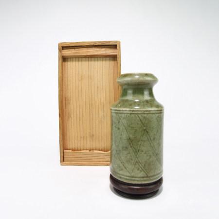 青磁花瓶 台付
