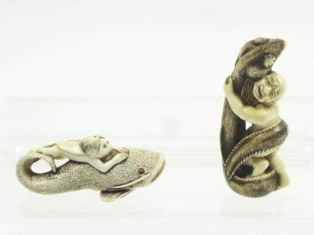 Two Aquatic Ivory Netsuke Meiji (2)