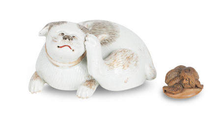 A netsuke and a porcelain cat late 19th/early 20th century  (2)