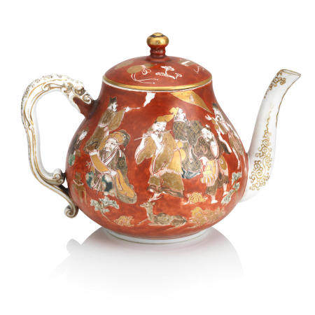 A Kutani teapot and cover Circa 1900 (2)