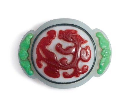 AN UNUSUAL POLYCHROME OVERLAY GLASS 'CHILONG' BELT BUCKLE