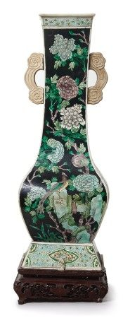 A FAMILLE-NOIRE 'BIRD AND FLOWER' FANGHU-FORM VASE, QING DYNASTY, 19TH CENTURY