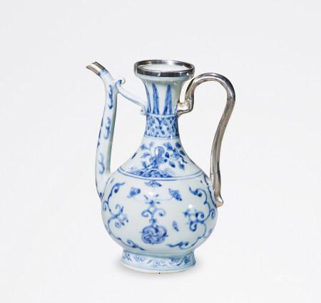 明 中期 青花灵石花卉纹执壶