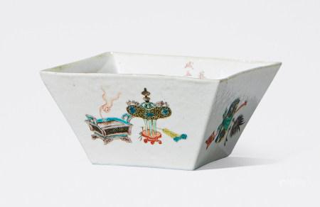 清 雍正 粉彩博古纹方斗杯