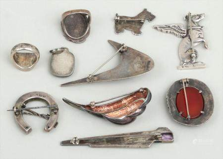 Group of (10) silver jewelry pieces. FR3SH.