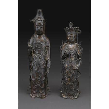 DEUX STATUETTES KANNON-AVALOKITESHVARAS DEBOUT  en bronze de patine br