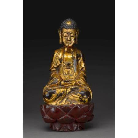 STATUE DU BOUDDHA SHAKYAMUNI   en bois laqué, représenté assis en vajr