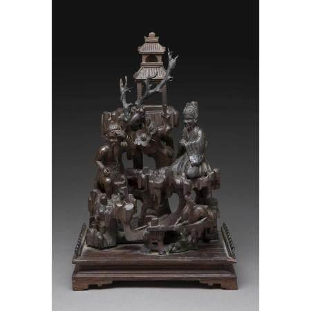 GROUPE  en bois sculpté à décor de deux sages conversant sous les fron
