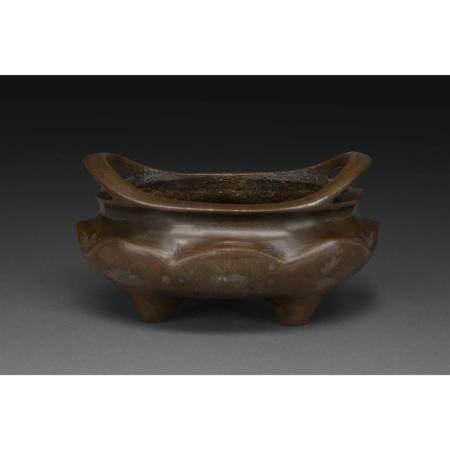 PETIT BRÛLE-PARFUM   en bronze, la panse bombée en forme de pétales de
