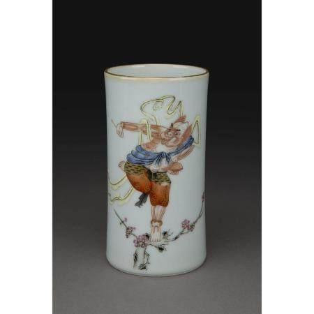 PETIT PORTE-PINCEAUX CYLINDRIQUE  en porcelaine et émaux dans le style