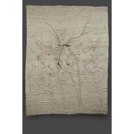 GRANDE TENTURE VERTICALE  en satin de soie beige, à décor, brodé aux f