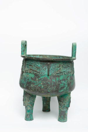 Chinese Early Period Tripod Bronze Vessel