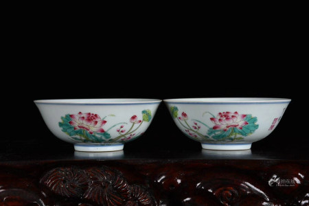 Chinese Pair Of Yongzheng Year Of Qing Dynasty Famille Rose Bowls