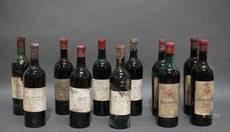 Lot de 11 bouteilles de vin composé de 6 Château Haut-Bailly, 1er grand cru exceptionnel 1947et