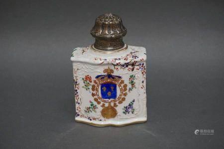 Flacon en porcelaine polychrome. H : 14 cm  l : 10 cm