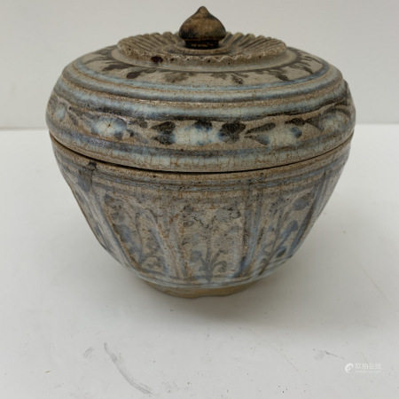 Asian bowl with cover