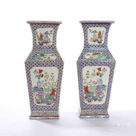 A pair of square flasks with window opening and flower patterns in mid Qing Dynasty