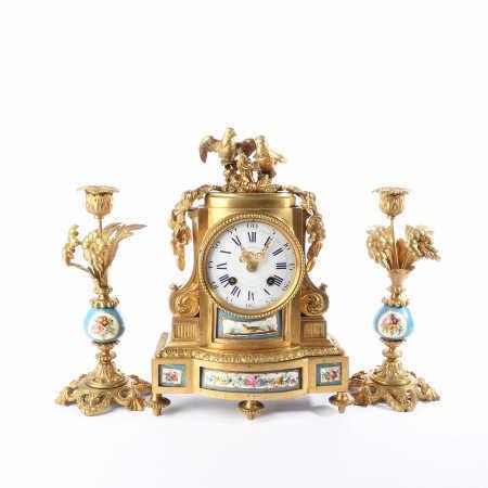 A set of 18th Century Bronze gilt inlaid Western clock