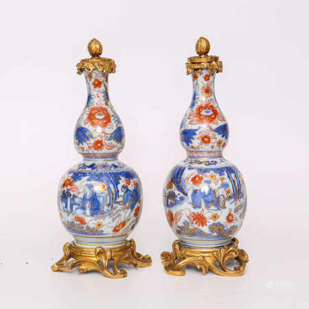 A pair of gourd bottles decorated with blue, white, alum and red figures