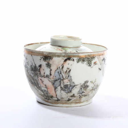 The mid Qing Dynasty light color figure flower pattern cover bowl