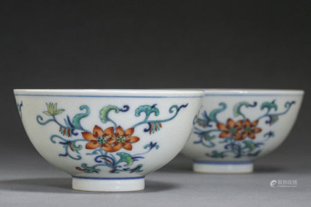 A PAIR OF ANCIENT CHINESE FAMILLE ROSE BOWLS