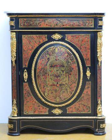 A Boulle cabinet with marble top (*) (38x83x103cm)