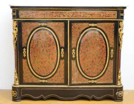 A Napoleon III sideboard with Boulle inlaywork (*) (43x132x1