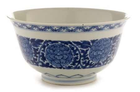 Chinese blue and white bowl, Qianlong mark