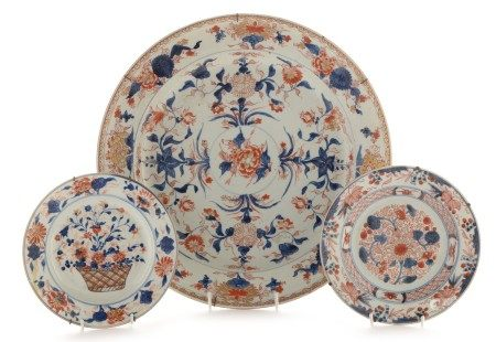 Chinese 'Imari' charger and two plates