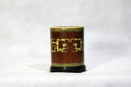 Chinese Qianlong Period Wood Pattern Porcelain Brush Pot