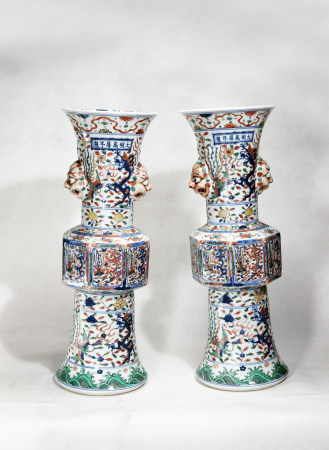 Chinese Pair Of Ming Dynasty Wanli Period Verte Rose Porcelain Vessels