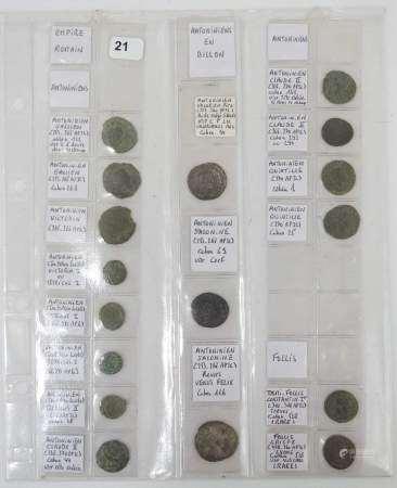 Lot de 17 petits bronzes du Bas-Empire romain. Expert : Monsieur Jean-Sylvain Caillou -